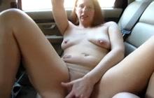 Mature slut squirts like crazy