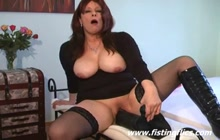 Mature gaping pussy with big toy
